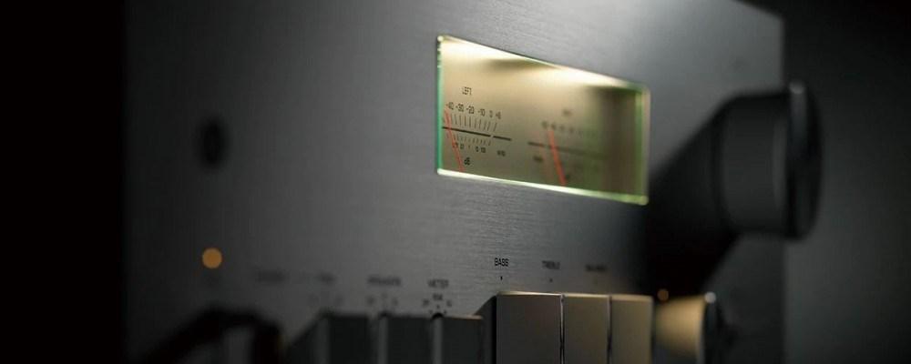 Yamaha A-S2200 měřiče